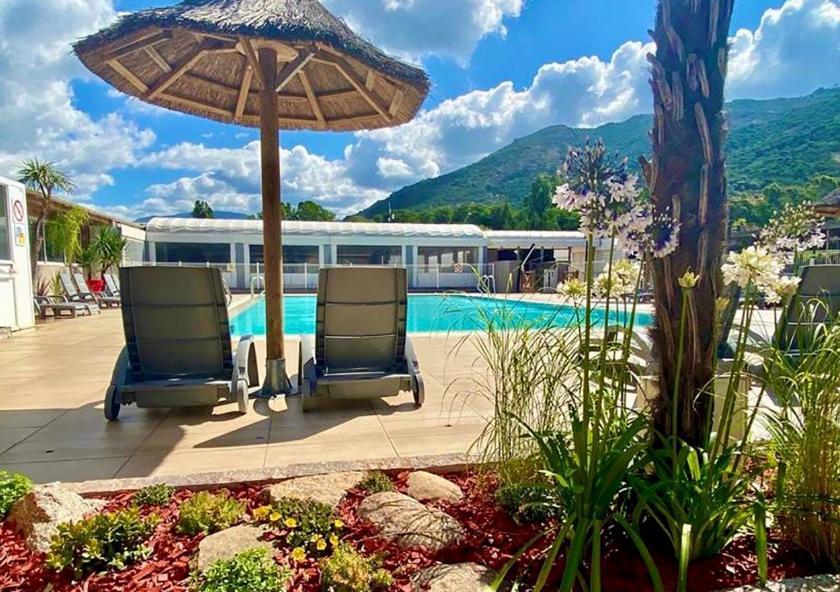 piscine lounge